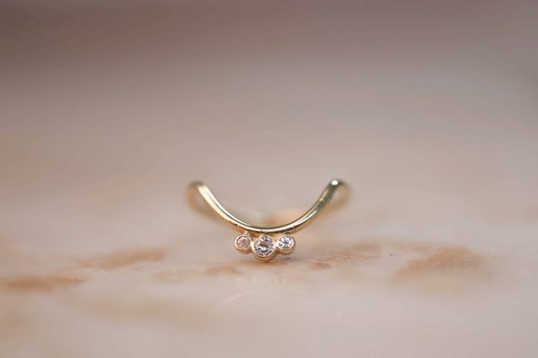 14k-gold-Curve-ring-with-Triple-Moissanite-Accent-1