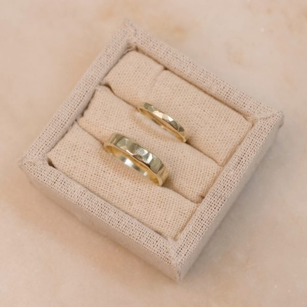 Linnen Weddingring Display - bobini roots 3
